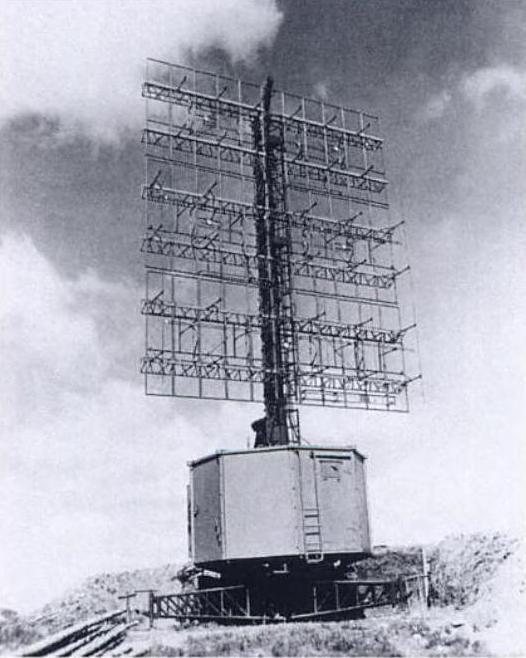 Een Duitse Freya-radar (ook veelvuldig door de Duitsers in Nederland opgesteld in WO2)