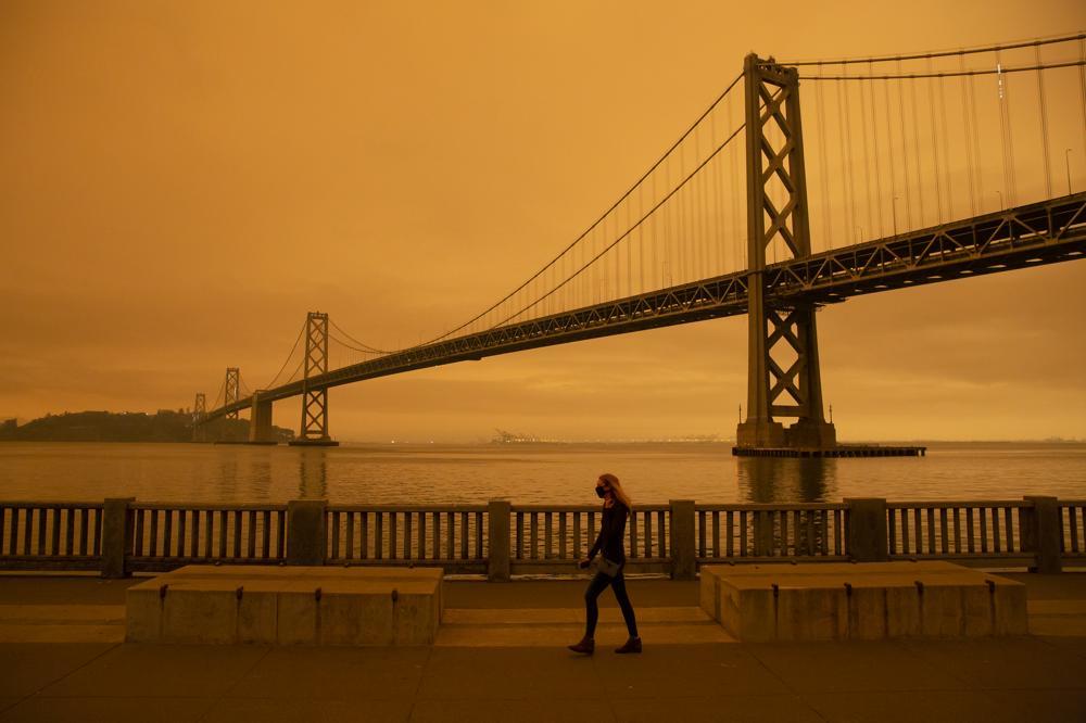 De Golden Gate bridge onder een oranje rooklucht. Bron: ANP