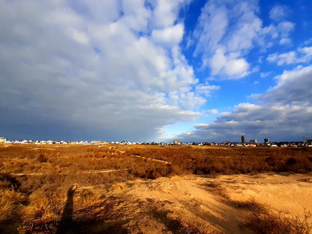 Typische platte Stratocumuluswolken tijdens hogedrukweer (Natascha Wiegman, Zandvoort)