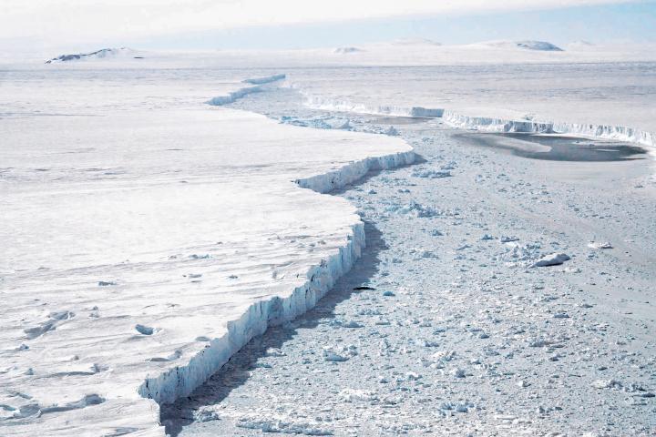 pine-island-glacier-nov7-2018-NASA.jpg