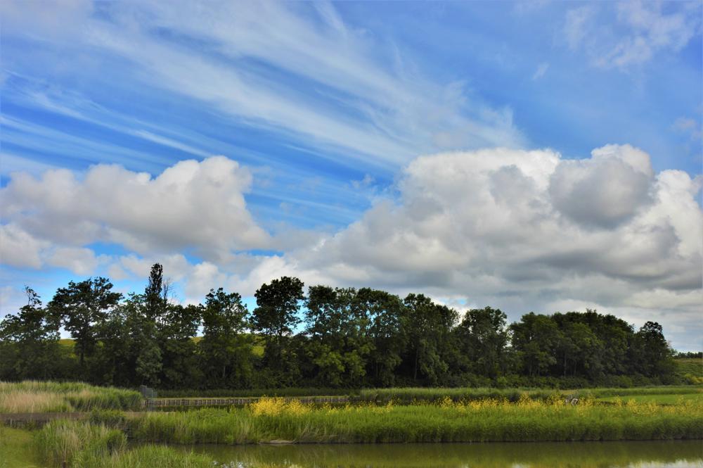 Cumulus wolken, met daarboven Cirrus (Henk Luntz, Beverwijk)