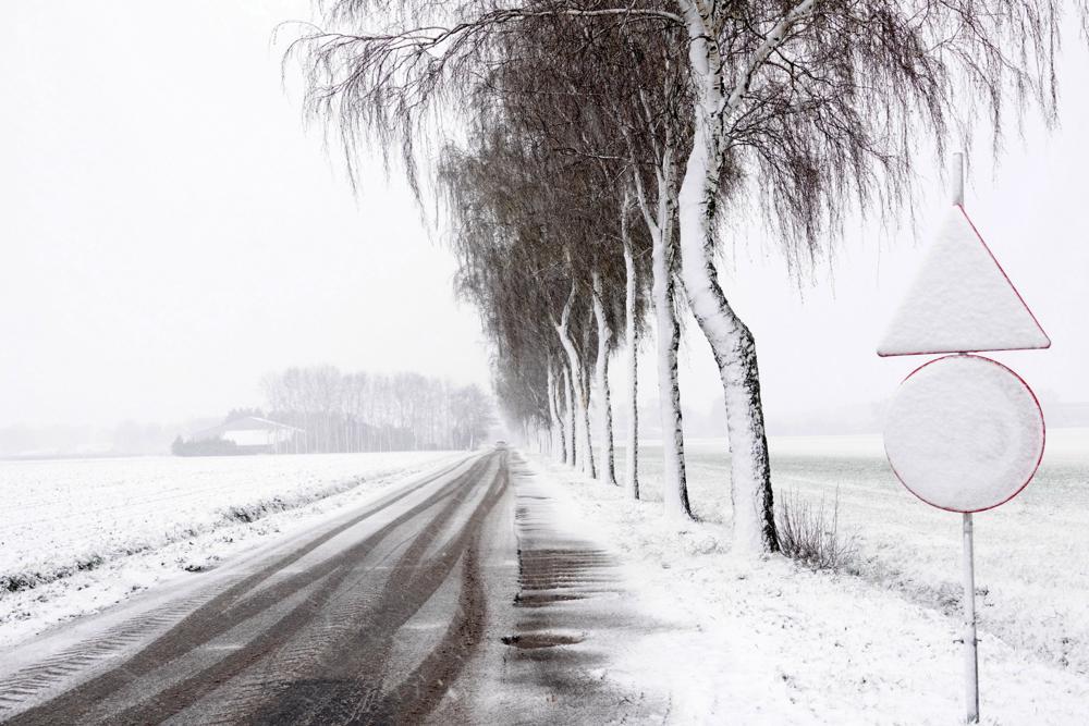 In het zuiden en oosten werd men wakker in een witte wereld.